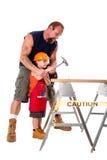 Unterrichtender Sohnaufbau des Vaters Stockfotos