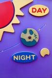 Unterrichtendes Brett für Kinder - Tag und Nacht Lizenzfreie Stockfotografie