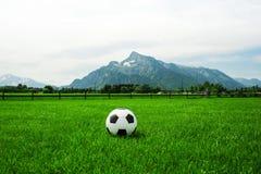 Untersberg Австрия Зальцбурга футбола, футбол снаружи Стоковое Изображение RF