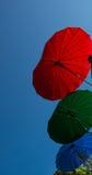 Unterscheiden sich Regenschirm - Farbe drei Stockfotografie