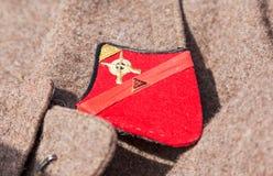 Unterscheidendes Zeichen auf einem alten Übermantel der russischen roten Armee Lizenzfreie Stockfotos