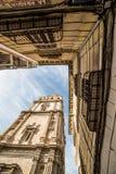 Unterschiedliche Ansicht des Kathedralenturms lizenzfreie stockbilder