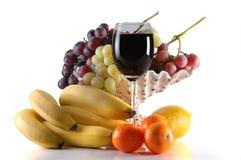 Unterschiedliche Früchte und Glas Wein Lizenzfreie Stockbilder