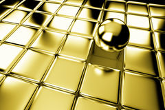 Unterschiedliche Goldkugel, die heraus in der Menge von Würfeln steht Lizenzfreie Stockfotografie