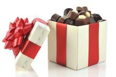 Unterschiedliche Schokolade im Kasten stockbild