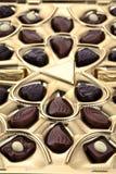 Unterschiedliche Schokolade im Kasten Stockbilder