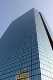 Unterschiedliche Winkelsicht des Wolkenkratzers Lizenzfreie Stockfotografie