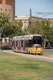 Unterschiedlicher Bestimmungsort gleichzeitiger Tram Adelaides, Australien Lizenzfreie Stockfotos