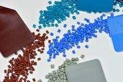 Unterschiedlicher gefärbter Plastik mit Proben Stockfoto
