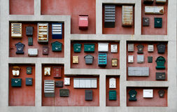 Unterschiedliches Briefkastendekorationshängen stockfotografie