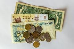 Unterschiedliches coutries Geld auf weißem Hintergrund Lizenzfreie Stockfotografie