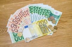 Unterschiedliches Eurogeld von Banknoten und von Münzen Lizenzfreies Stockbild