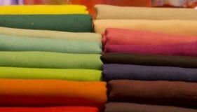 Unterschiedliches Farbseidengewebe Stockbild