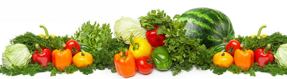 Unterschiedliches frisches geschmackvolles Gemüse lokalisiert auf Weiß lizenzfreie stockfotos