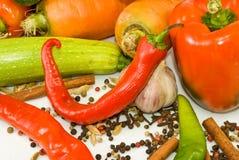 unterschiedliches Gemüse auf einem weißen Hintergrund Stockfoto