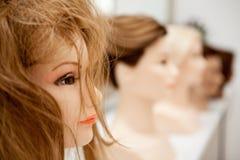 Unterschiedliches Mannequin mit verschiedenen Frisuren Stockfotografie