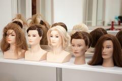 Unterschiedliches Mannequin mit verschiedenen Frisuren Stockbild