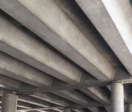 Unterseite der Betonbrücke Stockbild