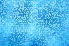 Unterseite des Pools der blauen Fliesen Stockbild