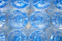 Unterseite von Plastikflaschen Stockfoto