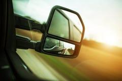 Unterstützung des Fahrzeug-blinden Flecks lizenzfreie stockbilder
