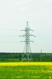 Unterstützungen für Stromleitungen Stockbilder