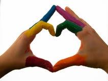 Unterstützungshände machen ein Hitzezeichen, das Homosexualitätsfarben zeigt lizenzfreie stockfotografie