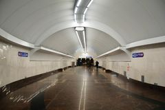 Untertageüberfahrt an der Metrostation Sportivnaya Stockfotos