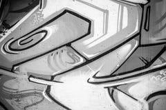 Untertage, eine Stadtmauer mit Graffiti in Schwarzweiss, städtisch Stockbilder