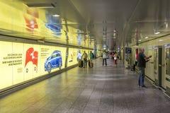 Untertagedurchgang am Frakfurt-Flughafen Lizenzfreies Stockbild