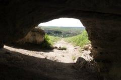 Untertageeingang zu einer Höhle stockfotografie