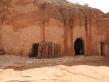 Untertagehöhlenbewohnerhöhlen der Berbers in der Sahara-Wüste, Matmata, Tunesien, Afrika, an einem vollen Tag lizenzfreie stockfotografie