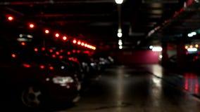 Untertageparken für Autos, alle Sitze wird besetzt, verwischt stock video