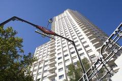 Untertageplaza de Espana nahe bei einem Wolkenkratzer Lizenzfreies Stockfoto