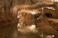 Untertagesee in einer Grotte Lizenzfreie Stockfotografie