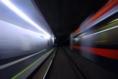 Untertagezug- und Plattformlichter Blured Lizenzfreies Stockfoto