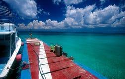 Unterwasseratemgerät-Gang auf Dock Stockfoto