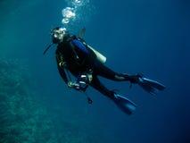 Unterwasseratemgerät-Taucher Lizenzfreie Stockfotos