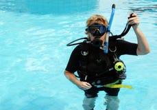 Unterwasseratemgerättaucher Stockfoto