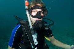 Unterwasseratemgerättaucherportrait Stockfoto