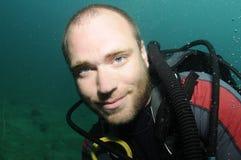 Unterwasseratemgerättaucherportrait Stockfotografie