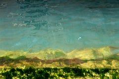 Unterwassertreppe mit Farbsteigung Stockfotos