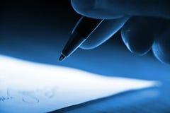 Unterzeichnen des Vertrages Stockfotografie