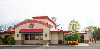 Unterzeichnen Sie über dem Eingang zu einem Pizza Hut-Restaurant stockbilder