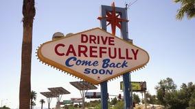 Unterzeichnen Sie Antrieb sorgfältig und kommen Sie bald - Stadt von Las Vegas Nevada/USA zurück stock video footage