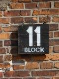Unterzeichnen Sie Block elf auf den Kasernen im ehemaligen Konzentrationslager Auschwitz birkenau Stockbilder