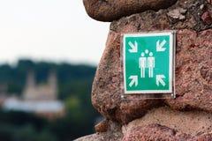 Unterzeichnen Sie das Zeigen des besten Platzes für das Machen von Gruppenfotos Lizenzfreies Stockbild
