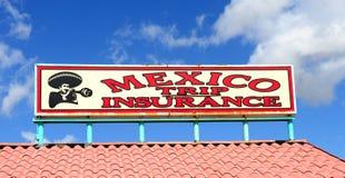 Unterzeichnen Sie den Verkauf der Reiseversicherung für das Einsteigen in Mexiko Lizenzfreie Stockfotografie