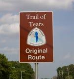 Unterzeichnen Sie die Markierung des ursprünglichen Weges der Spur von Rissen Stockfoto