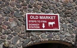 Unterzeichnen Sie für Eselstation in Fira, Santorin, Griechenland Stockfoto